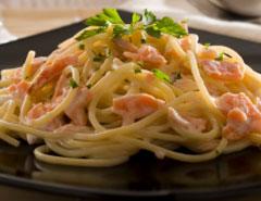 Спагетти с лососем и лимонным соусом