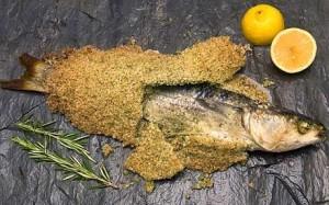 Окунь в соляной корке с травами